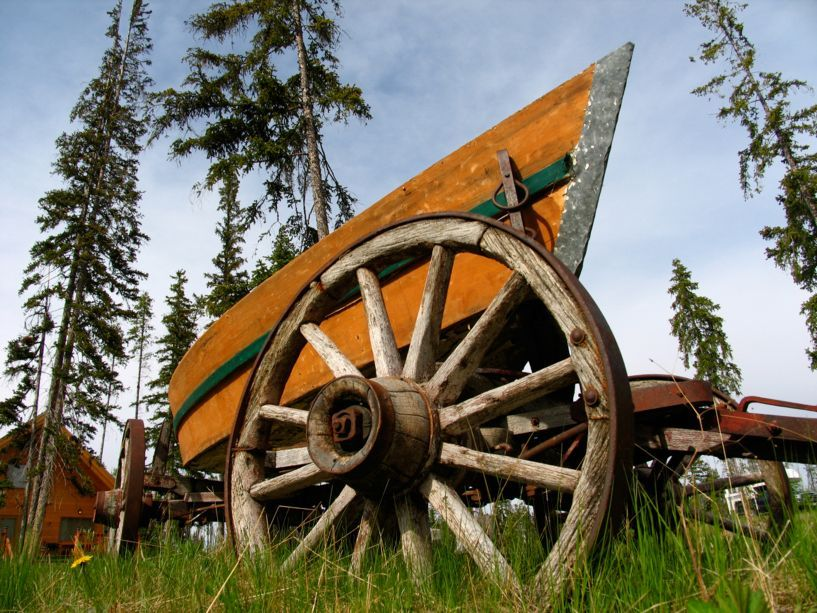 7545_old_boat_on_wagon_carriage